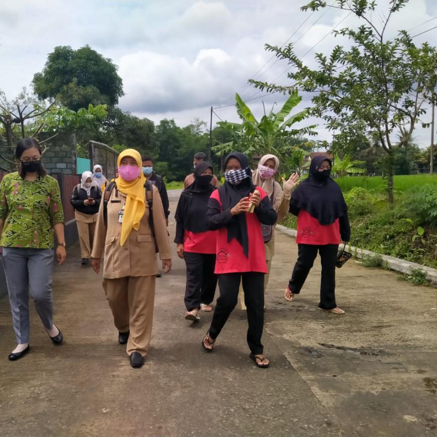 Image : Kunjungan Dinas Pertanian ke KWT Sumber Berkah
